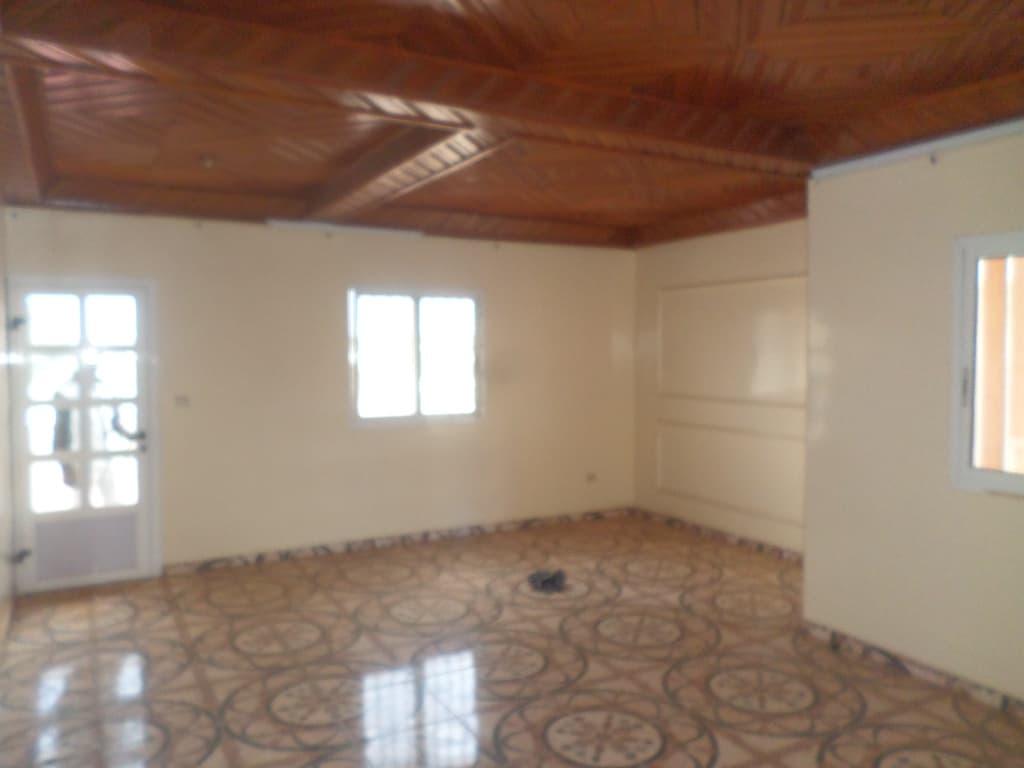 Apartment to rent - Yaoundé, Bastos, pas loin distanbul - 1 living room(s), 3 bedroom(s), 3 bathroom(s) - 450 000 FCFA / month