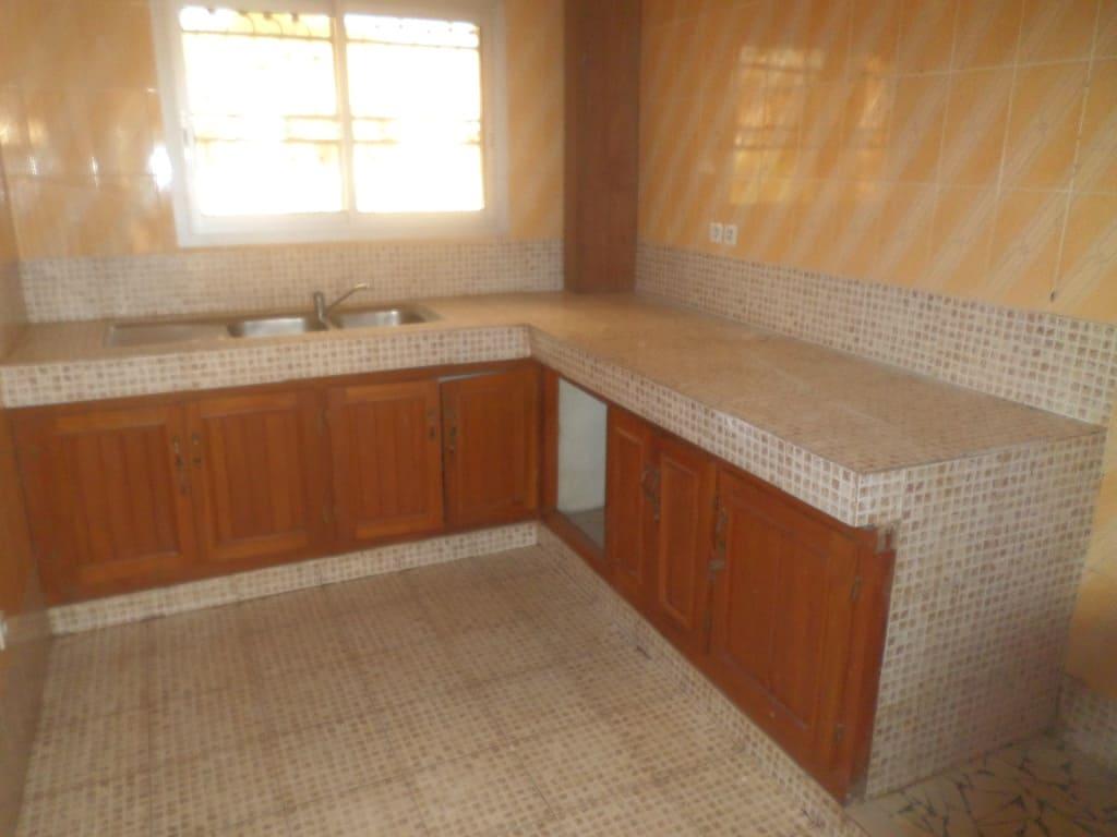 Apartment to rent - Yaoundé, Bastos, pas loin de osypool - 1 living room(s), 3 bedroom(s), 4 bathroom(s) - 800 000 FCFA / month