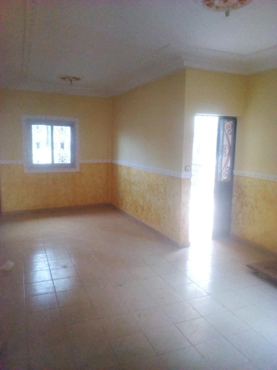 Apartment to rent - Yaoundé, Bastos, pas loin de policlinique - 1 living room(s), 3 bedroom(s), 2 bathroom(s) - 250 000 FCFA / month
