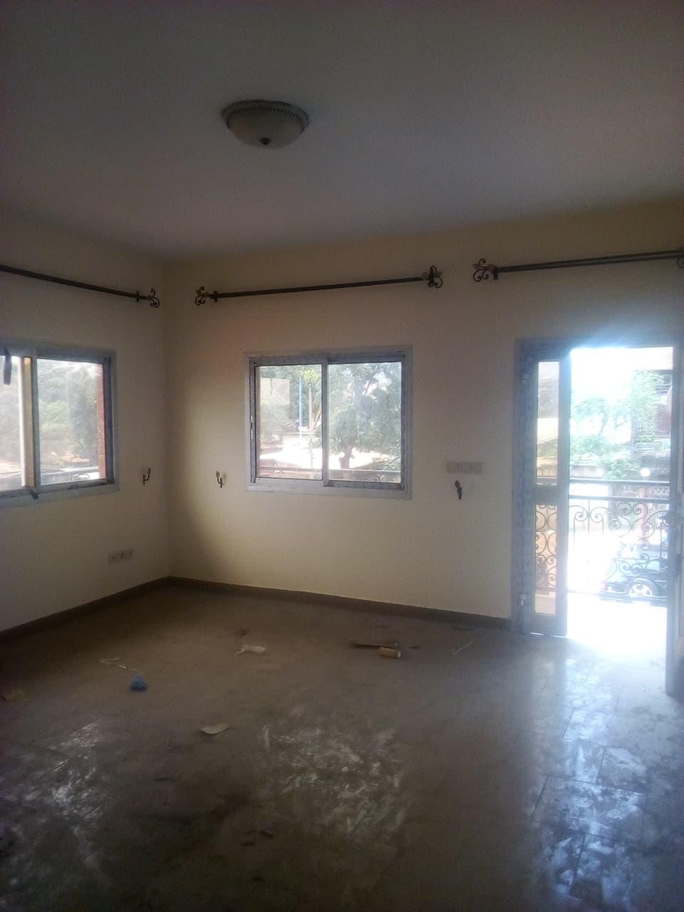 Apartment to rent - Yaoundé, Tsinga, pas loin de fecafoot - 1 living room(s), 3 bedroom(s), 4 bathroom(s) - 280 000 FCFA / month
