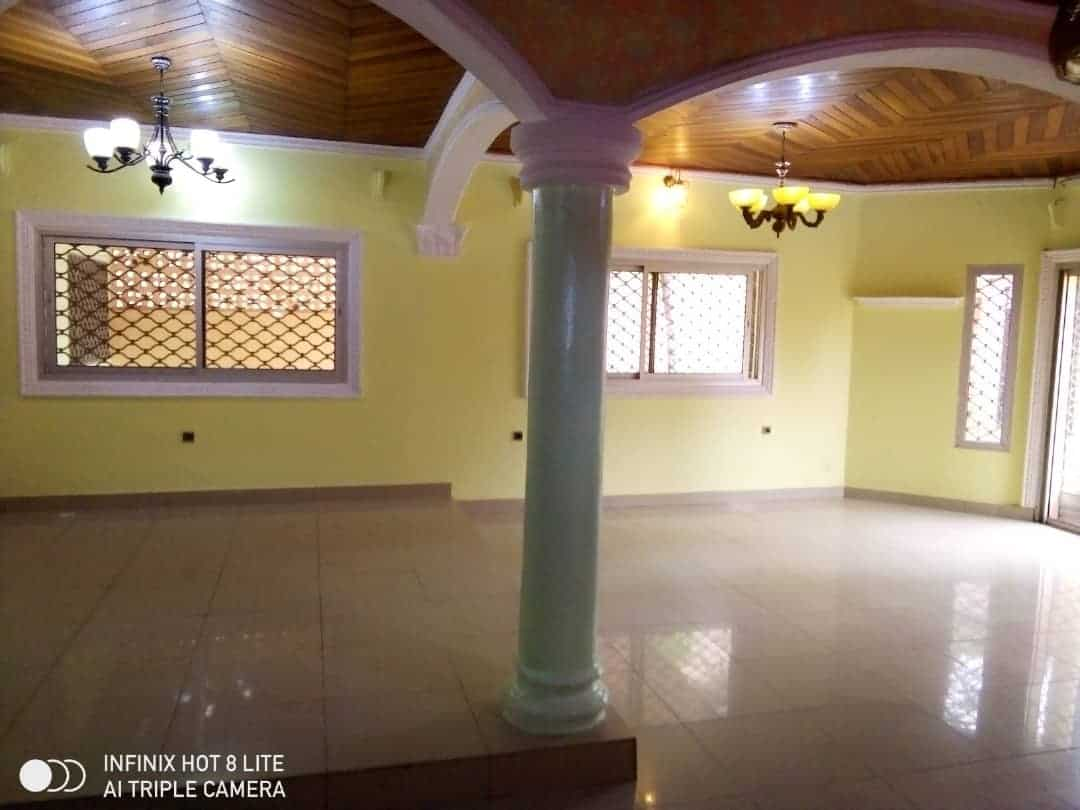 House (Villa) to rent - Douala, Logbessou II, Ver carrefour logbessou - 1 living room(s), 3 bedroom(s), 3 bathroom(s) - 150 000 FCFA / month