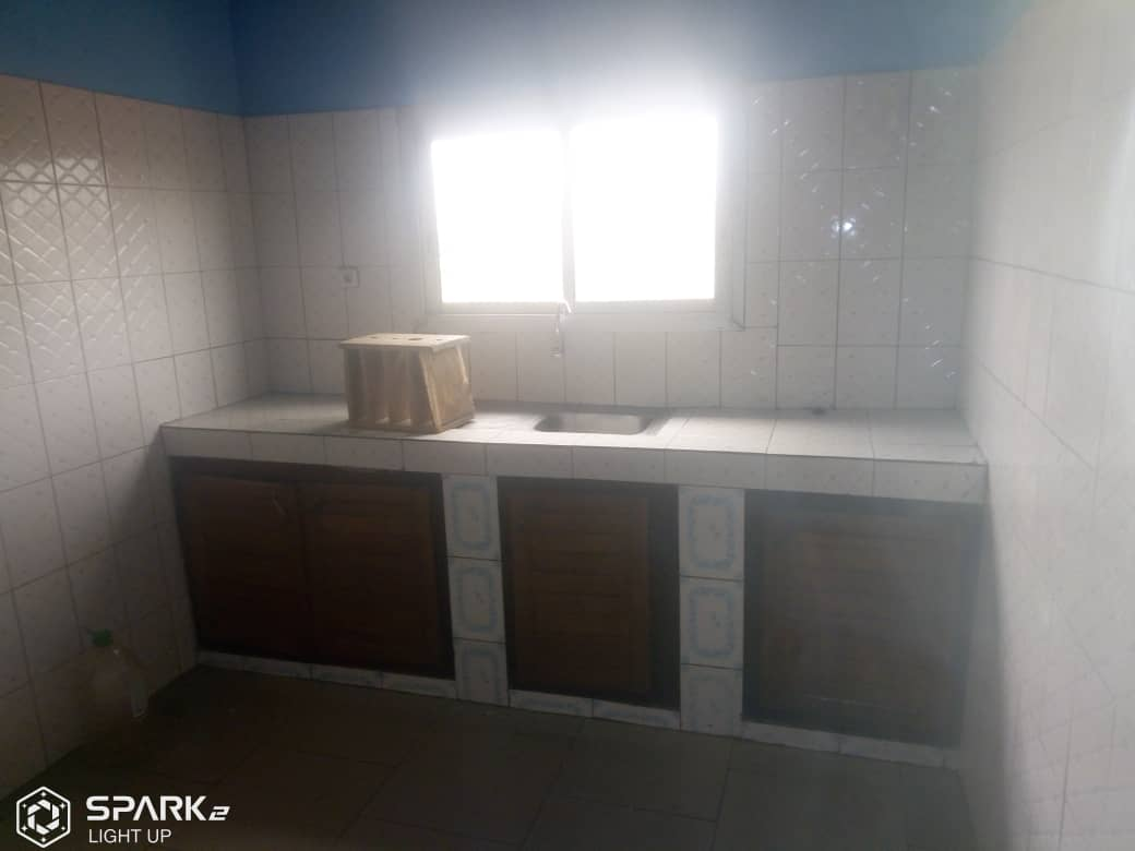 Apartment to rent - Yaoundé, Essos, Camp sonel - 1 living room(s), 3 bedroom(s), 2 bathroom(s) - 200 000 FCFA / month