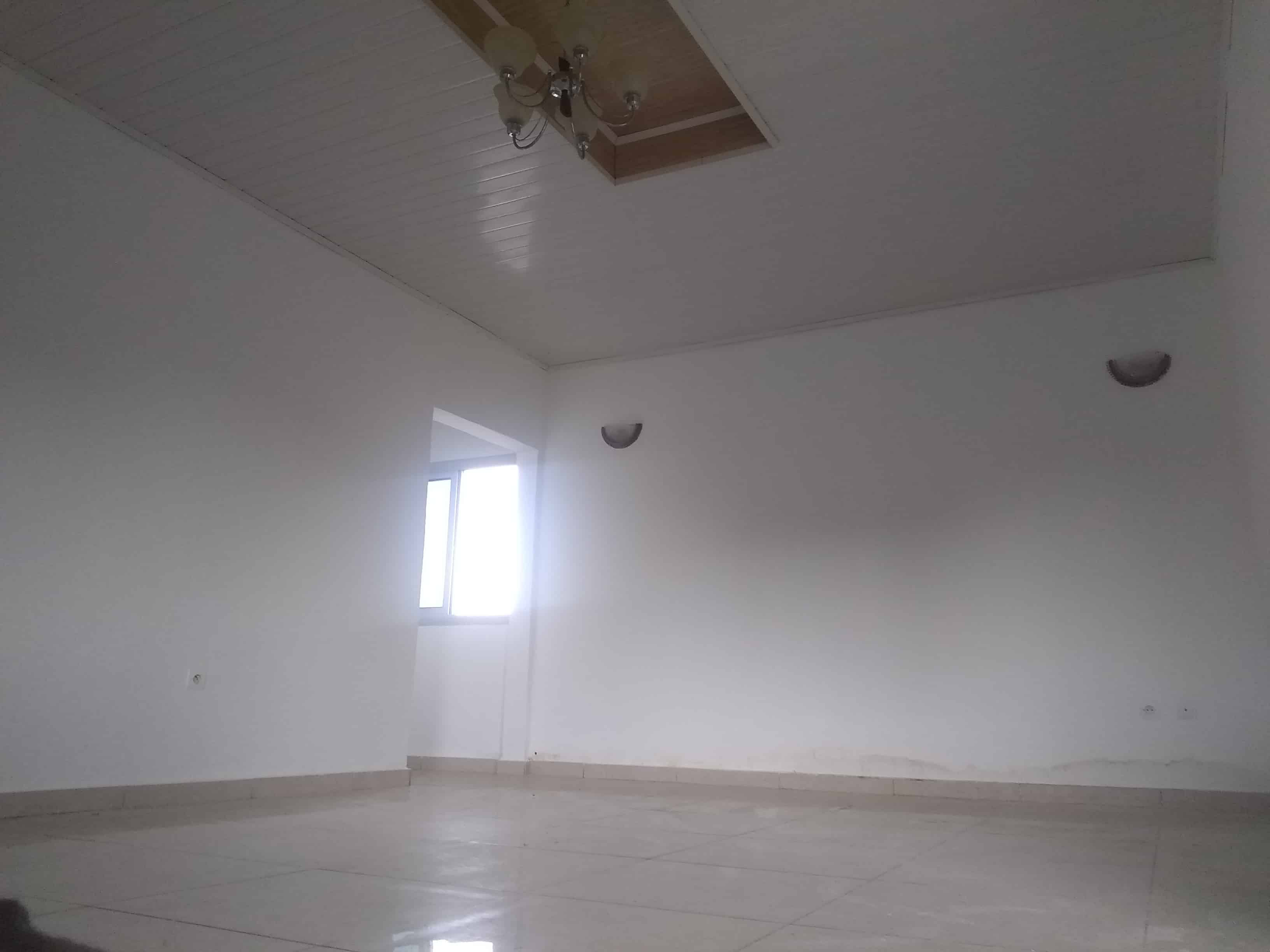 Apartment to rent - Douala, Logpom, Commissariat central N 4 - 1 living room(s), 2 bedroom(s), 1 bathroom(s) - 110 000 FCFA / month