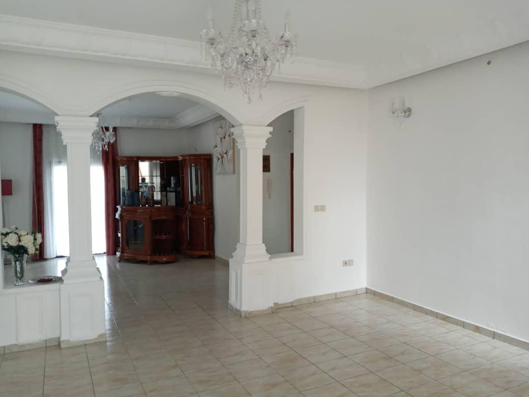 House (Duplex) for sale - Douala, Yassa, Ver entré maeture - 2 living room(s), 4 bedroom(s), 4 bathroom(s) - 150 000 000 FCFA / month
