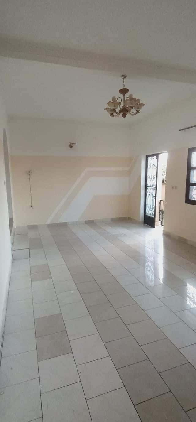 Apartment to rent - Yaoundé, Mfandena, Mfandena-Titi garage - 1 living room(s), 2 bedroom(s), 1 bathroom(s) - 150 000 FCFA / month