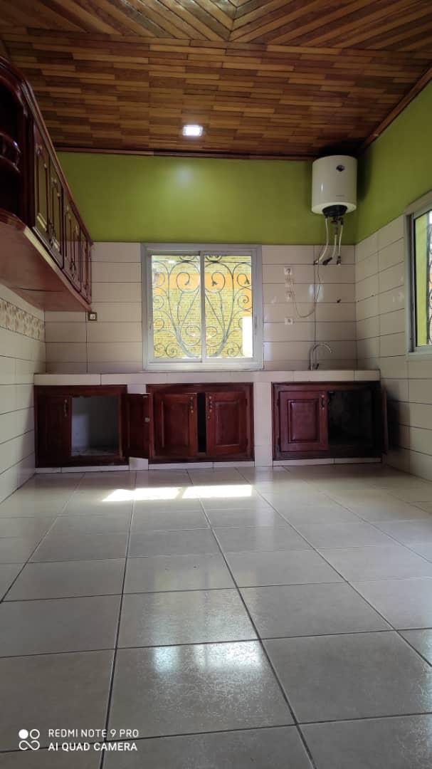 House (Villa) to rent - Douala, Yassa, Après la station tradex - 1 living room(s), 3 bedroom(s), 4 bathroom(s) - 250 000 FCFA / month