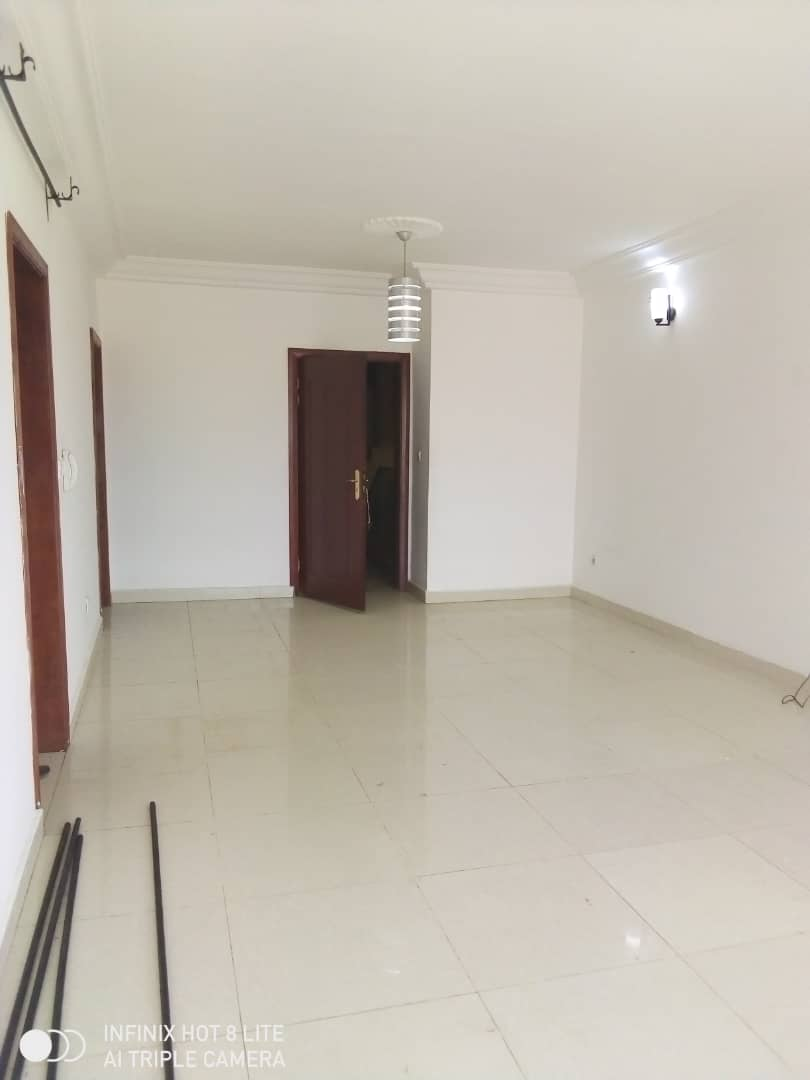 Apartment to rent - Douala, Makepe, Ver cour supreme - 1 living room(s), 2 bedroom(s), 2 bathroom(s) - 160 000 FCFA / month