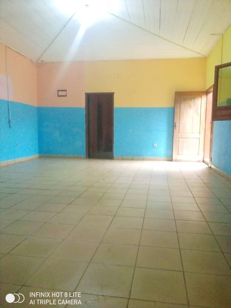 Apartment to rent - Douala, PK 11, C'est a pk12 - 1 living room(s), 3 bedroom(s), 4 bathroom(s) - 100 000 FCFA / month