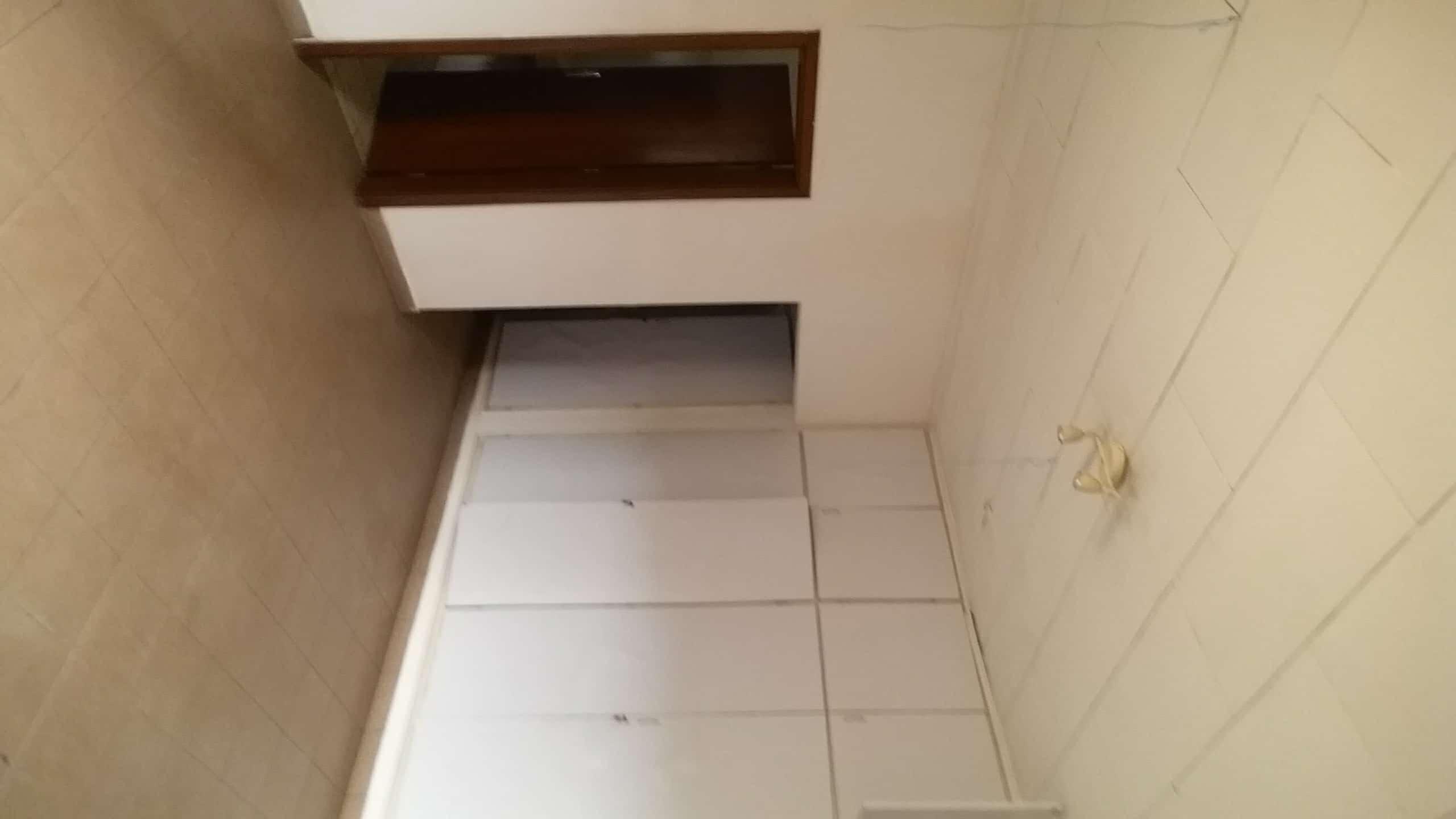 House (Duplex) to rent - Yaoundé, Bastos, bastos - 2 living room(s), 4 bedroom(s), 4 bathroom(s) - 1 000 000 FCFA / month