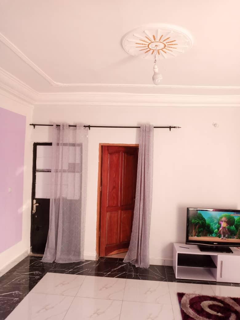 Studio to rent - Douala, Logbessou I, Rue des pavés - 80 000 FCFA / month