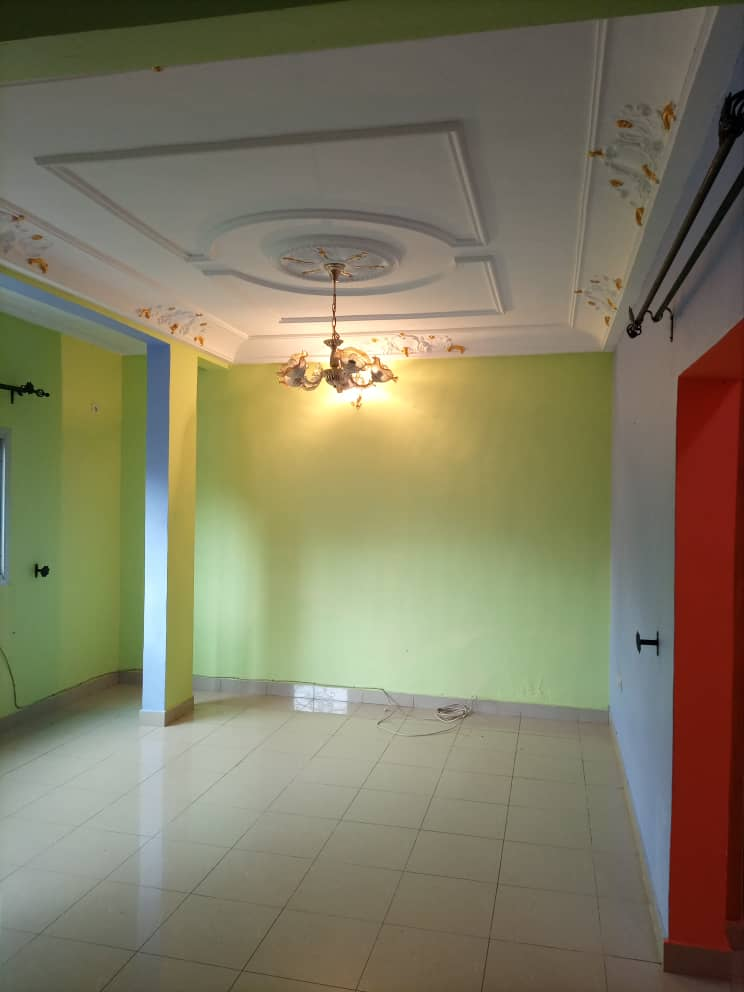 Apartment to rent - Douala, Kotto, Ver Baden Baden - 1 living room(s), 2 bedroom(s), 2 bathroom(s) - 130 000 FCFA / month