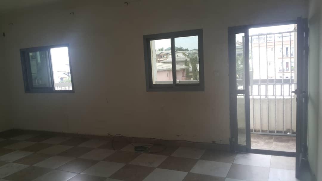 Apartment to rent - Douala, Makepe, Ver bloc L - 1 living room(s), 3 bedroom(s), 2 bathroom(s) - 180 000 FCFA / month
