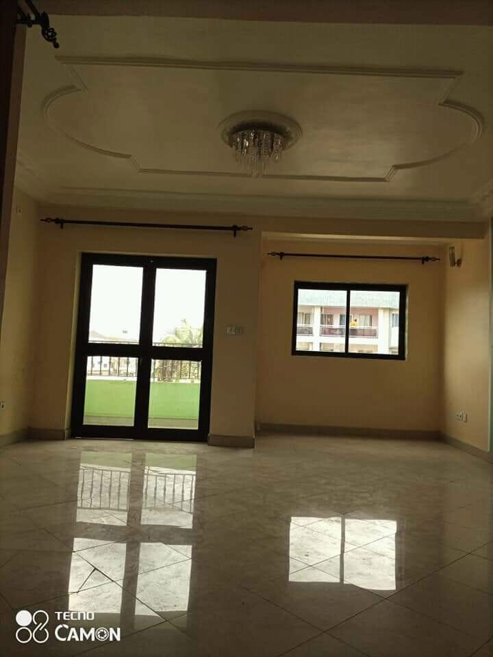Apartment to rent - Douala, Makepe, Ver Rhon poulin - 1 living room(s), 2 bedroom(s), 2 bathroom(s) - 200 000 FCFA / month