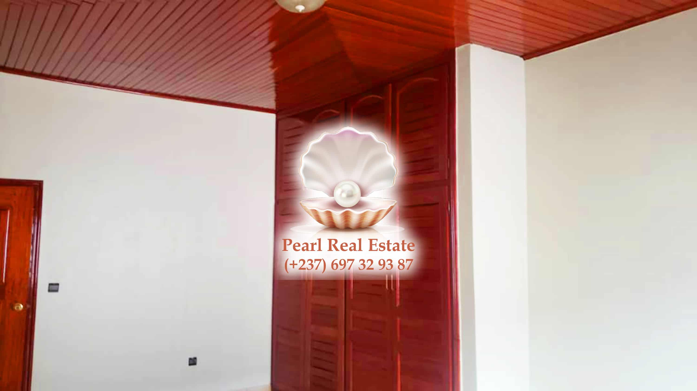 House (Duplex) to rent - Yaoundé, Bastos, Quartier du Golf - 2 living room(s), 5 bedroom(s), 4 bathroom(s) - 3 500 000 FCFA / month