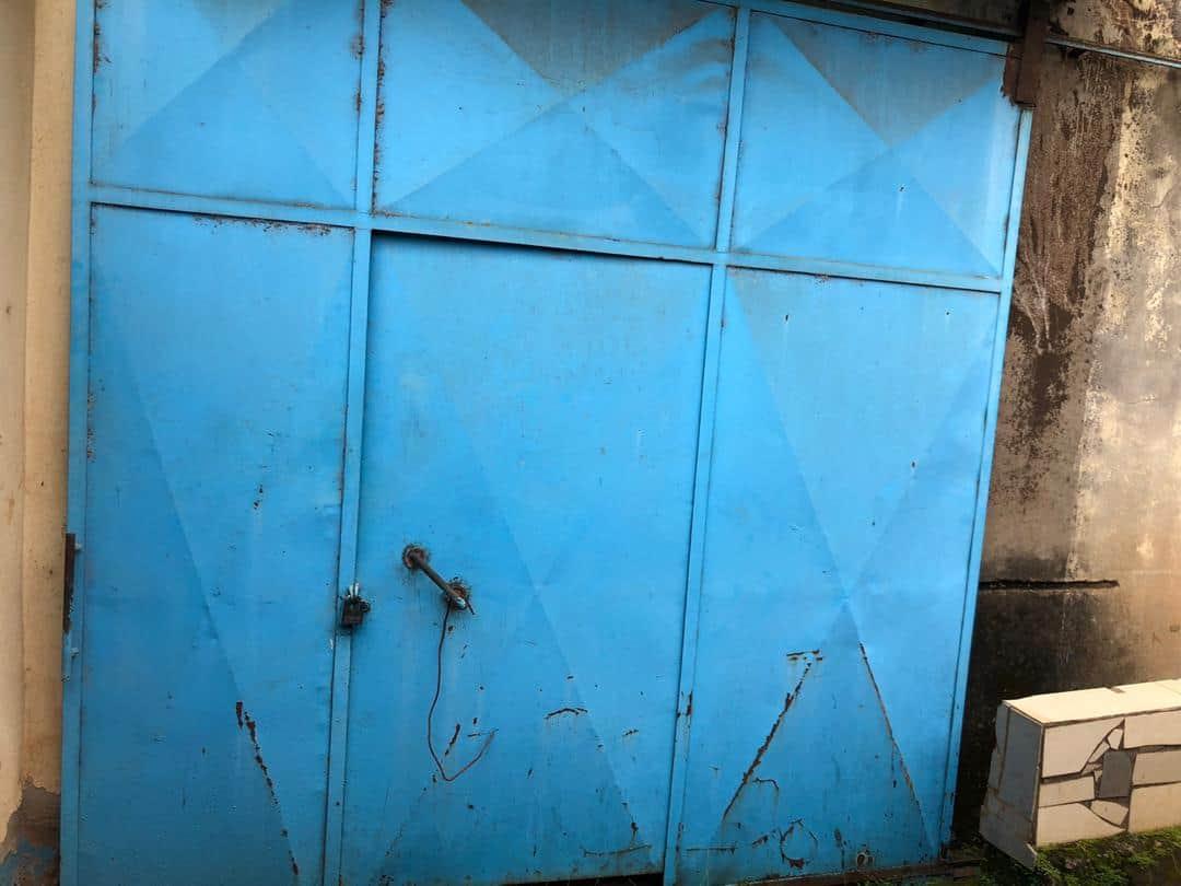 Warehouse to rent at Yaoundé, Centre administratif, lac - 100 m2 - 250 000 FCFA