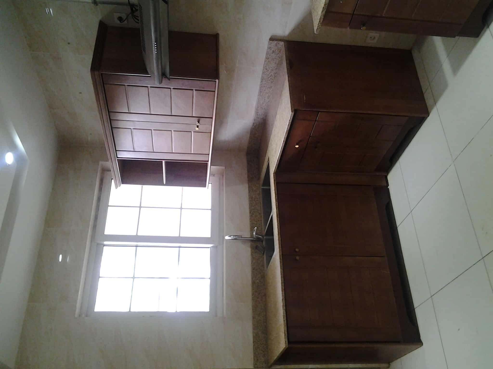 Apartment to rent - Yaoundé, Bastos, nouvelle route bastos - 2 living room(s), 3 bedroom(s), 4 bathroom(s) - 1 300 000 FCFA / month