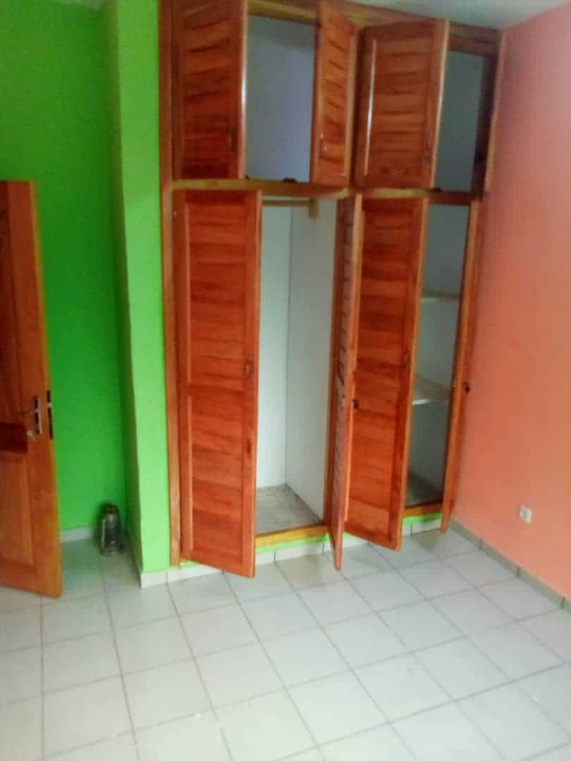 Apartment to rent - Douala, Logbessou II, Ver tampico - 1 living room(s), 1 bedroom(s), 1 bathroom(s) - 80 000 FCFA / month