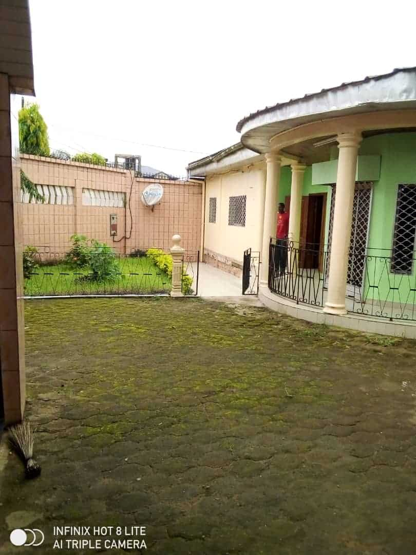 House (Villa) to rent - Douala, Logbessou II, Ver carrefour logbessou - 1 living room(s), 3 bedroom(s), 3 bathroom(s) - 140 000 FCFA / month