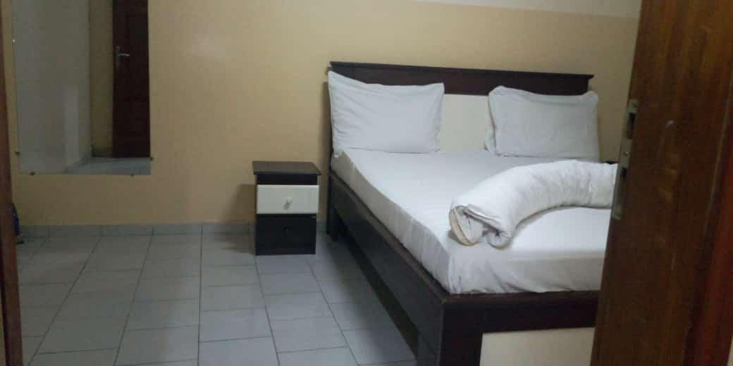 Apartment to rent - Yaoundé, Mfandena, stade - 2 living room(s), 3 bedroom(s), 3 bathroom(s) - 40 000 FCFA / month