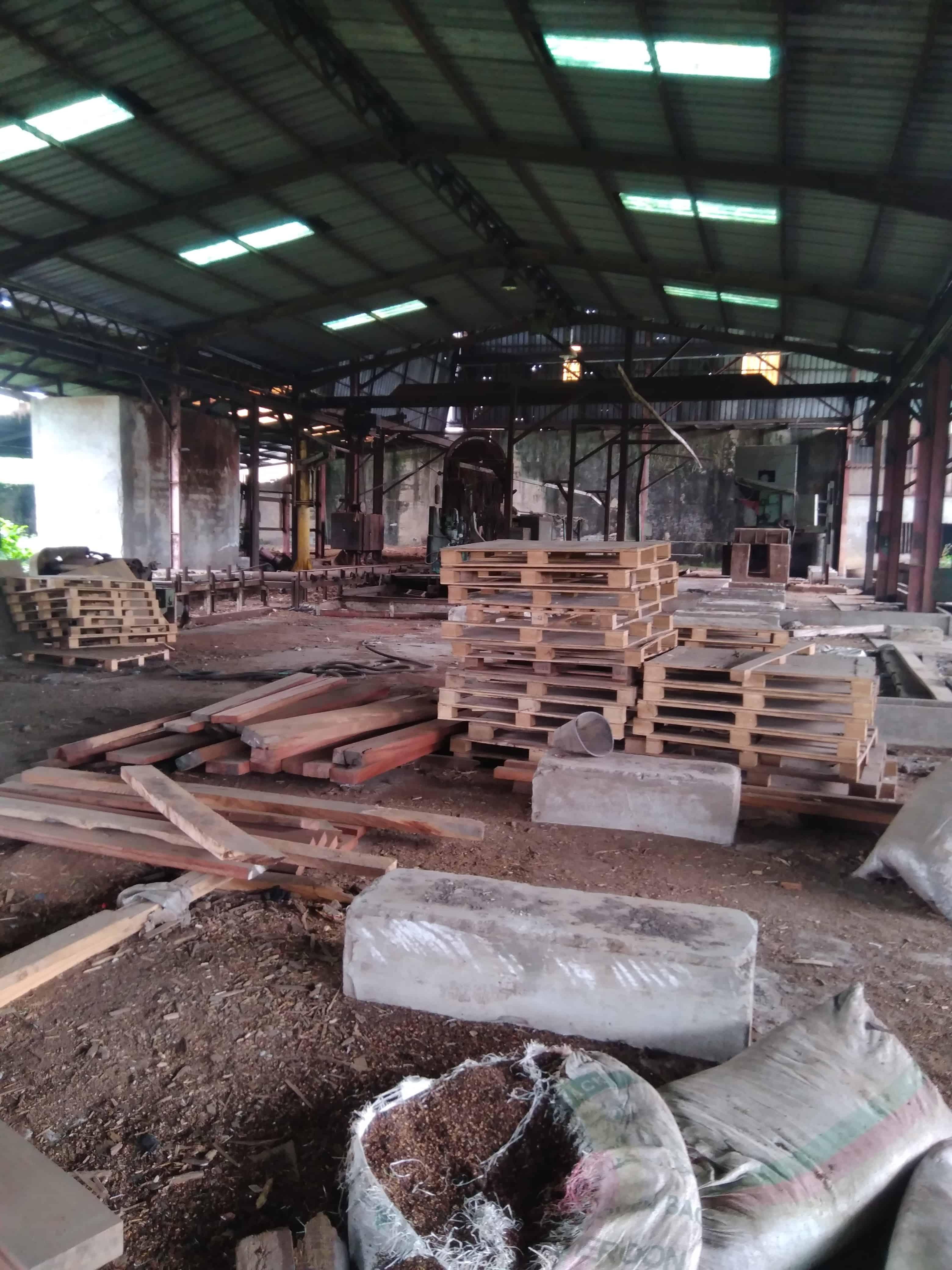 Store to rent at Douala, Ndokotti, À 300m derrière la nouvelle agence de banque société générale - 1000 m2 - 3 000 000 FCFA