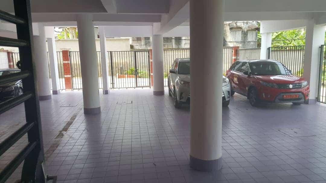 Apartment to rent - Douala, Bonamoussadi, Ver Santa lucia - 1 living room(s), 2 bedroom(s), 3 bathroom(s) - 250 000 FCFA / month