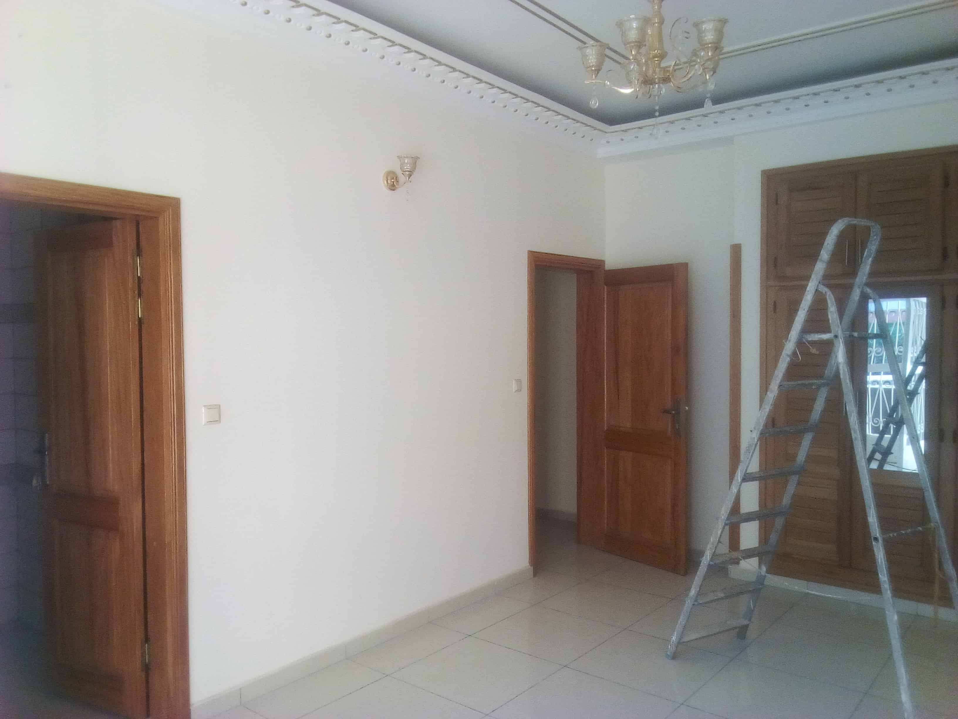 Apartment to rent - Yaoundé, Bastos, Ambassade de chine - 1 living room(s), 2 bedroom(s), 3 bathroom(s) - 500 000 FCFA / month