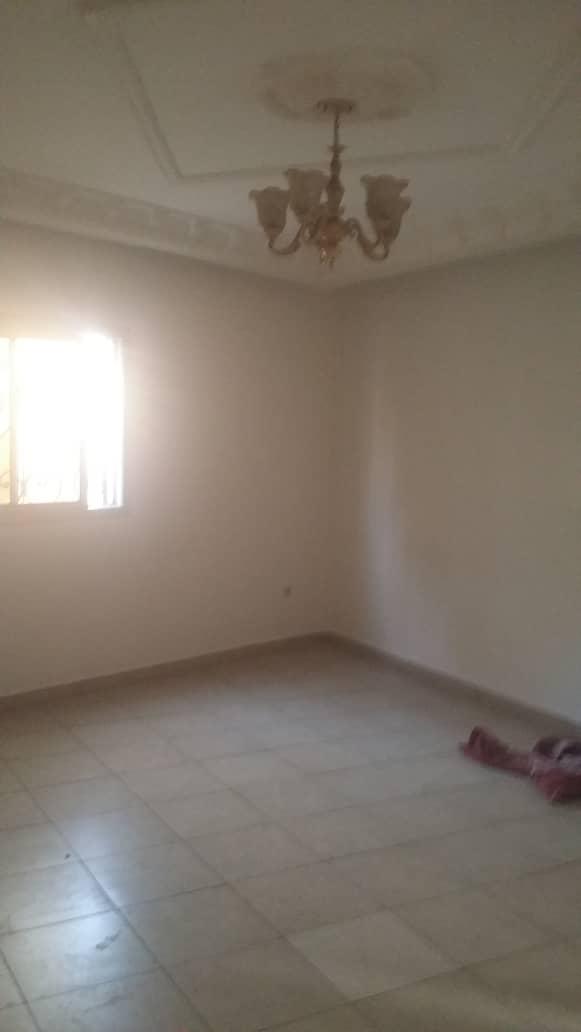 Appartement à louer - Yaoundé, Elig-essono, Carrefour - 1 salon(s), 1 chambre(s), 2 salle(s) de bains - 200 000 FCFA / mois