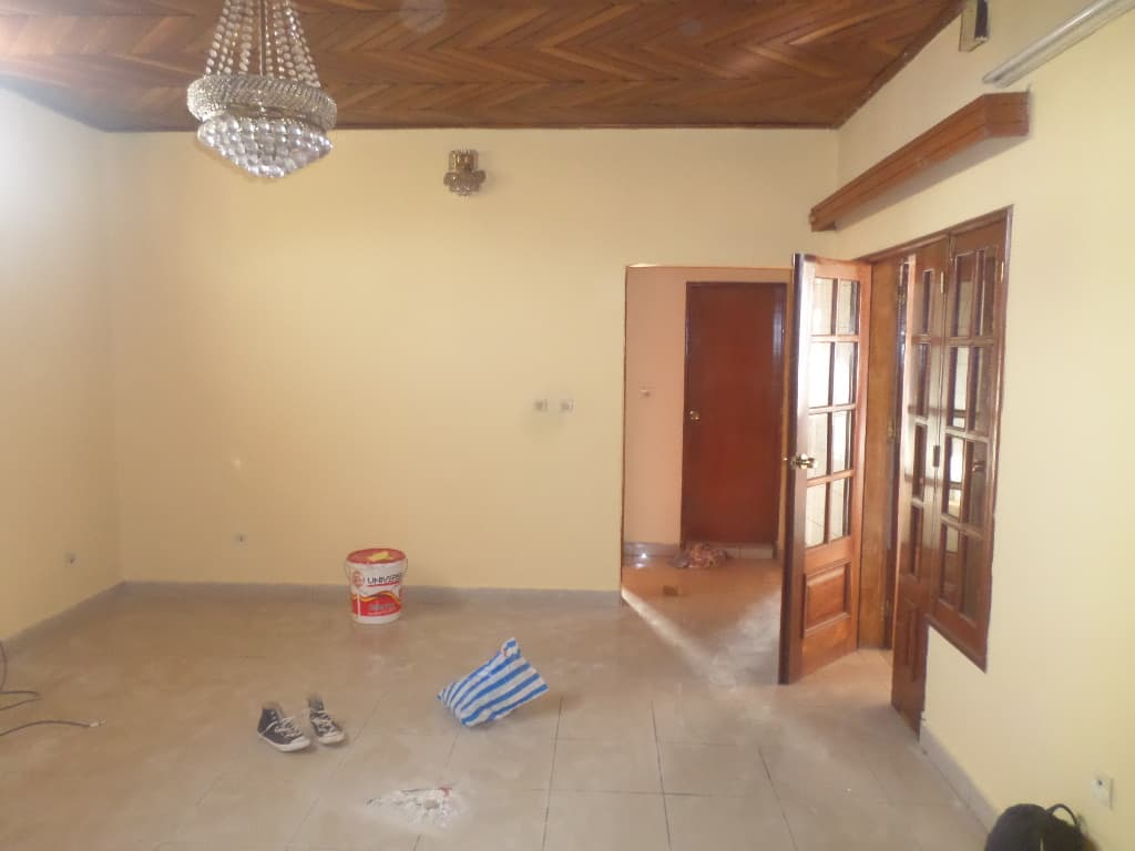 Office to rent at Yaoundé, Elig-essono, Vers ceper - 80 m2 - 220 000 FCFA