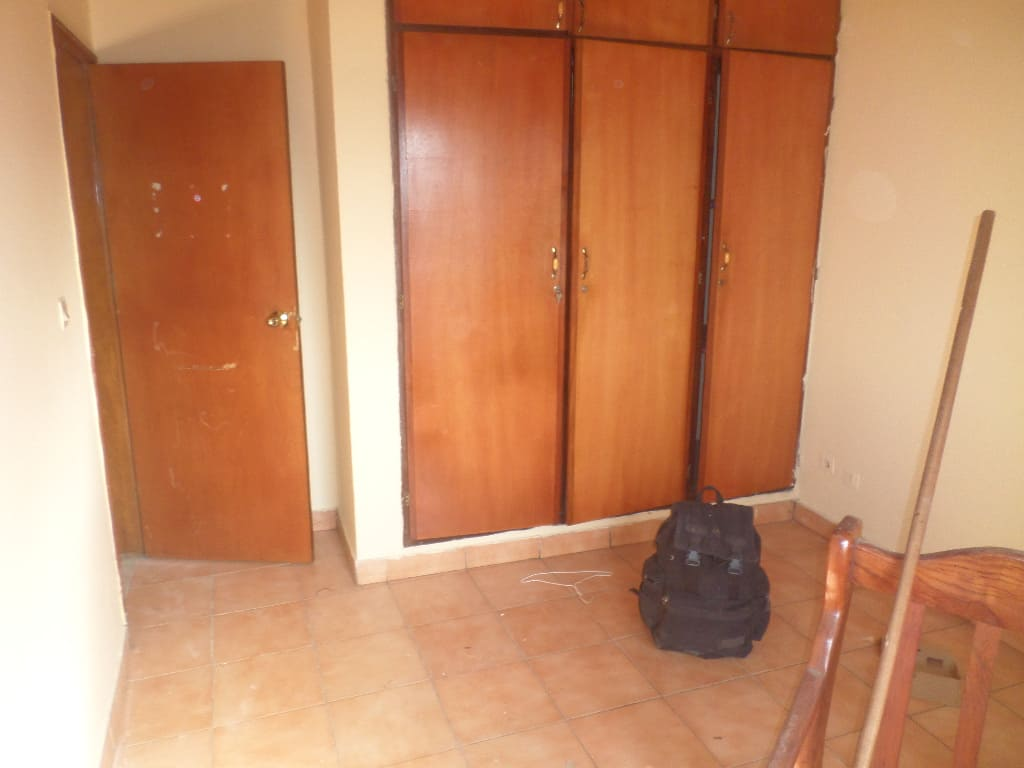 Office to rent at Yaoundé, Elig-essono, Vers ceper - 80 m2 - 220 000 FCFA