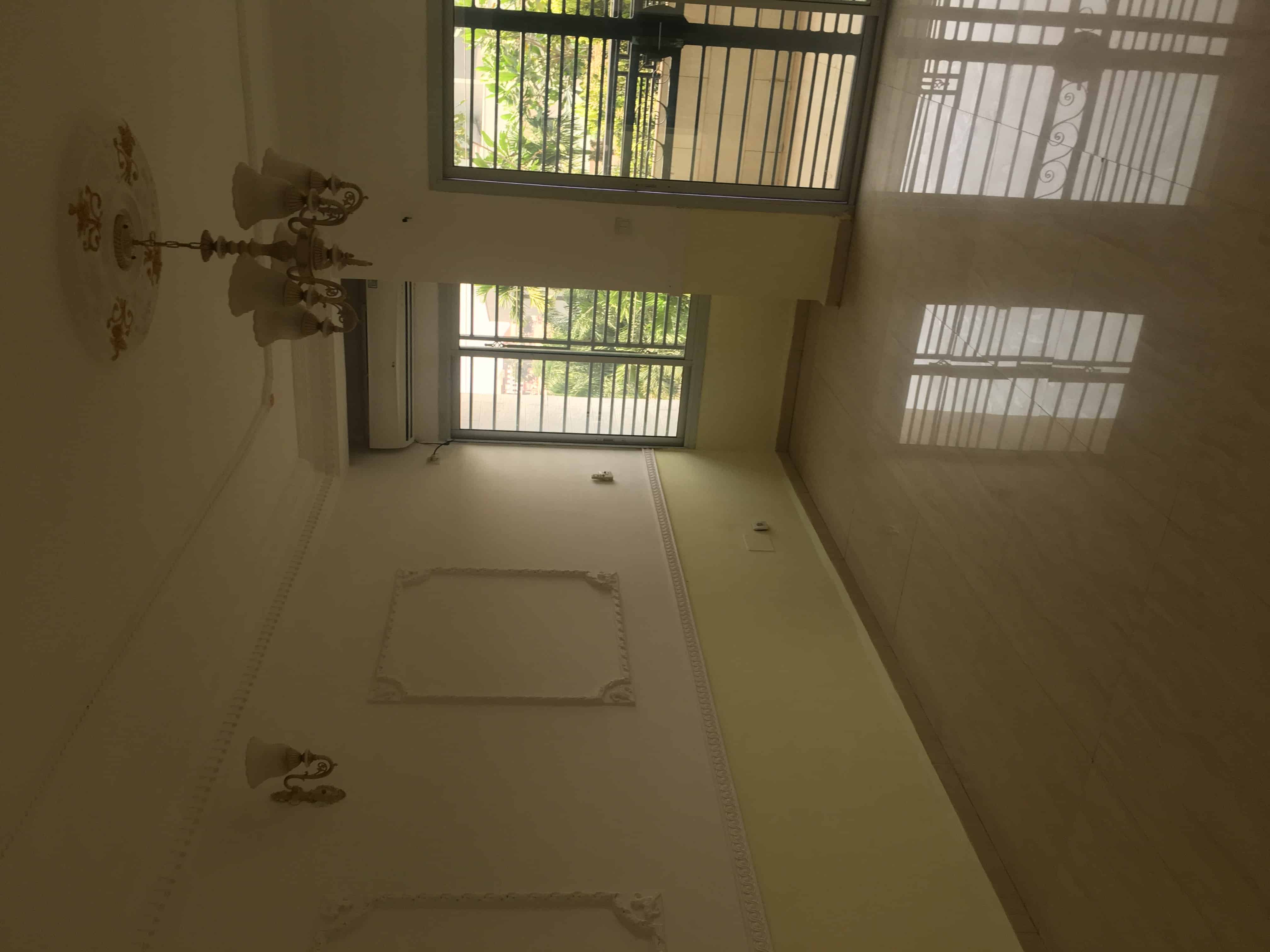 Apartment to rent - Yaoundé, Bastos, Carrefour - 1 living room(s), 2 bedroom(s), 1 bathroom(s) - 600 000 FCFA / month