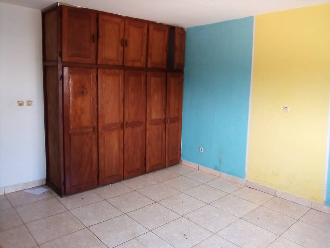 Apartment to rent - Douala, Kotto, Ver bloc L - 1 living room(s), 2 bedroom(s), 2 bathroom(s) - 150 000 FCFA / month
