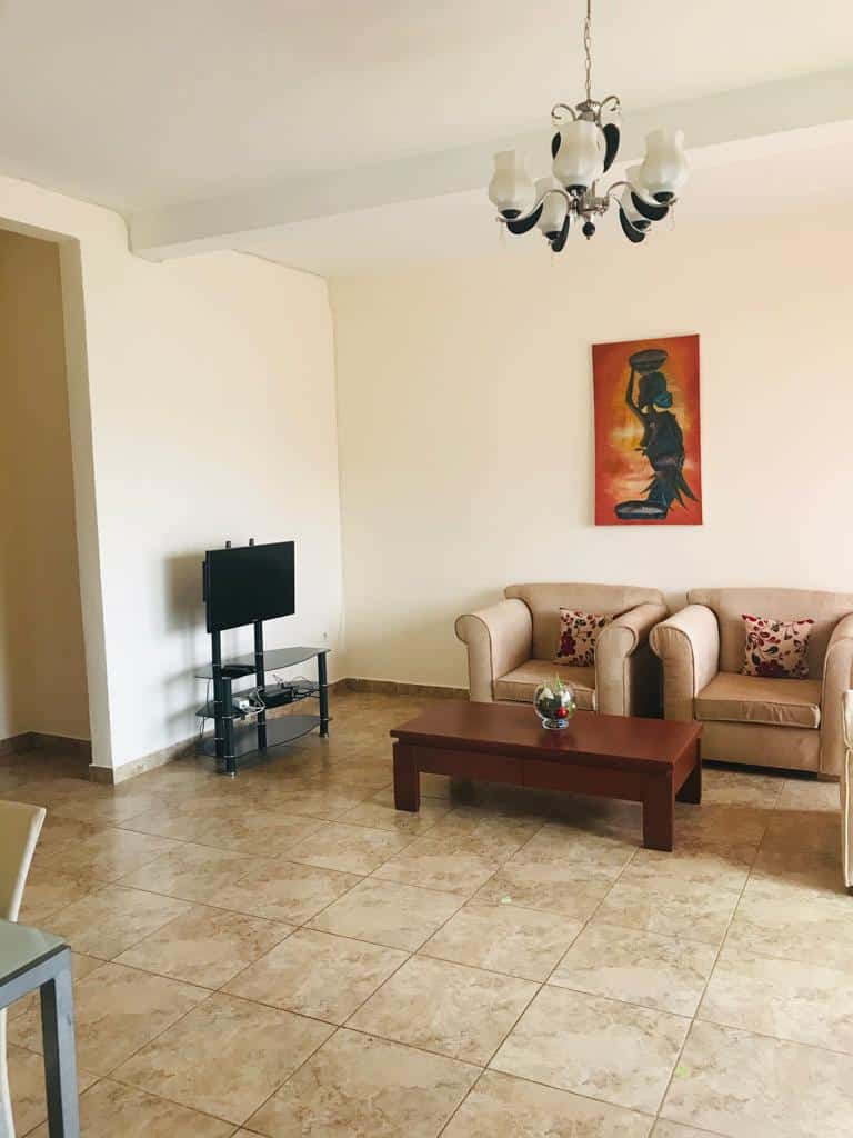 Apartment to rent - Yaoundé, Bastos, Pas loin de la foire - 1 living room(s), 2 bedroom(s), 3 bathroom(s) - 30 000 FCFA / month