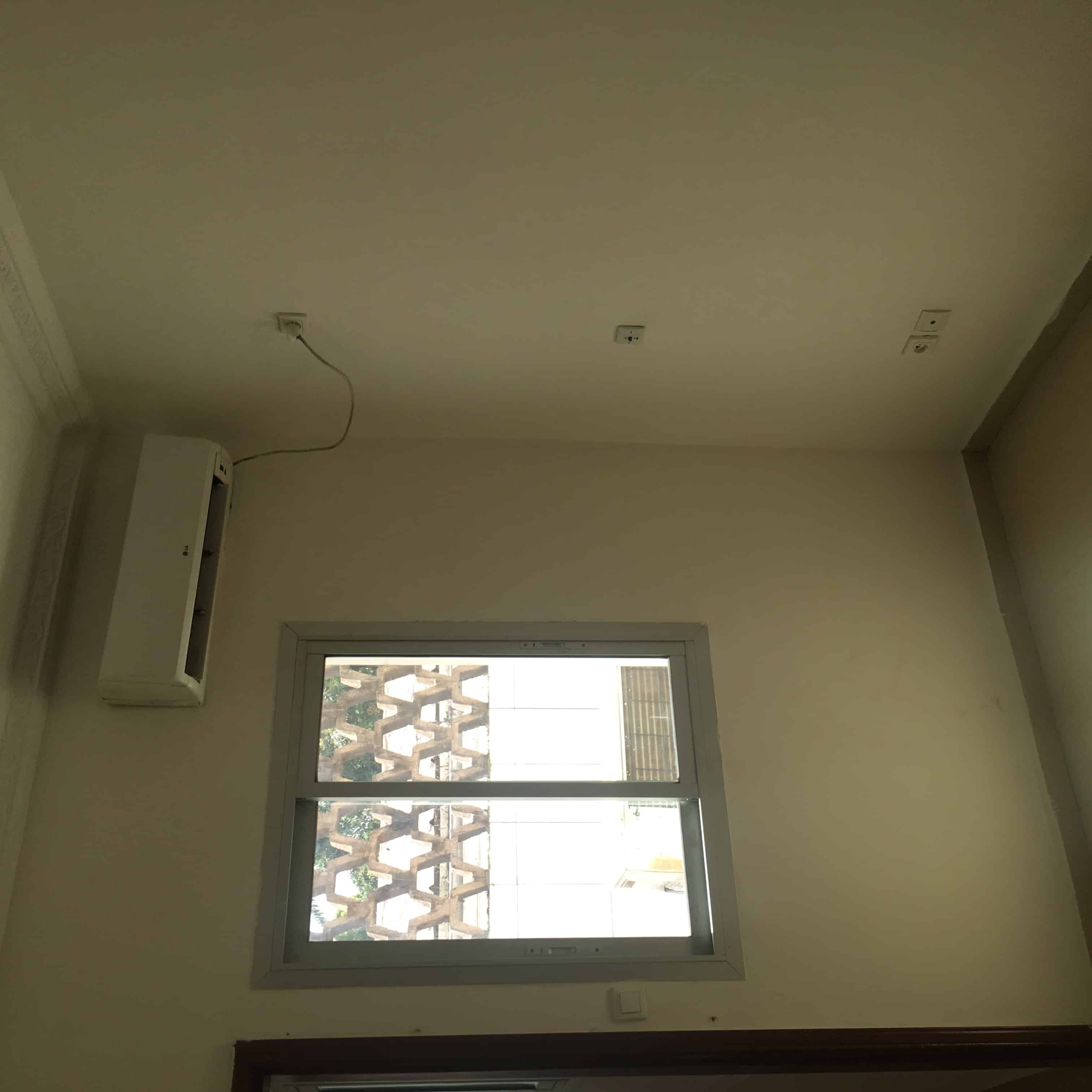 Apartment to rent - Yaoundé, Bastos, Carrefour - 1 living room(s), 1 bedroom(s), 1 bathroom(s) - 350 000 FCFA / month