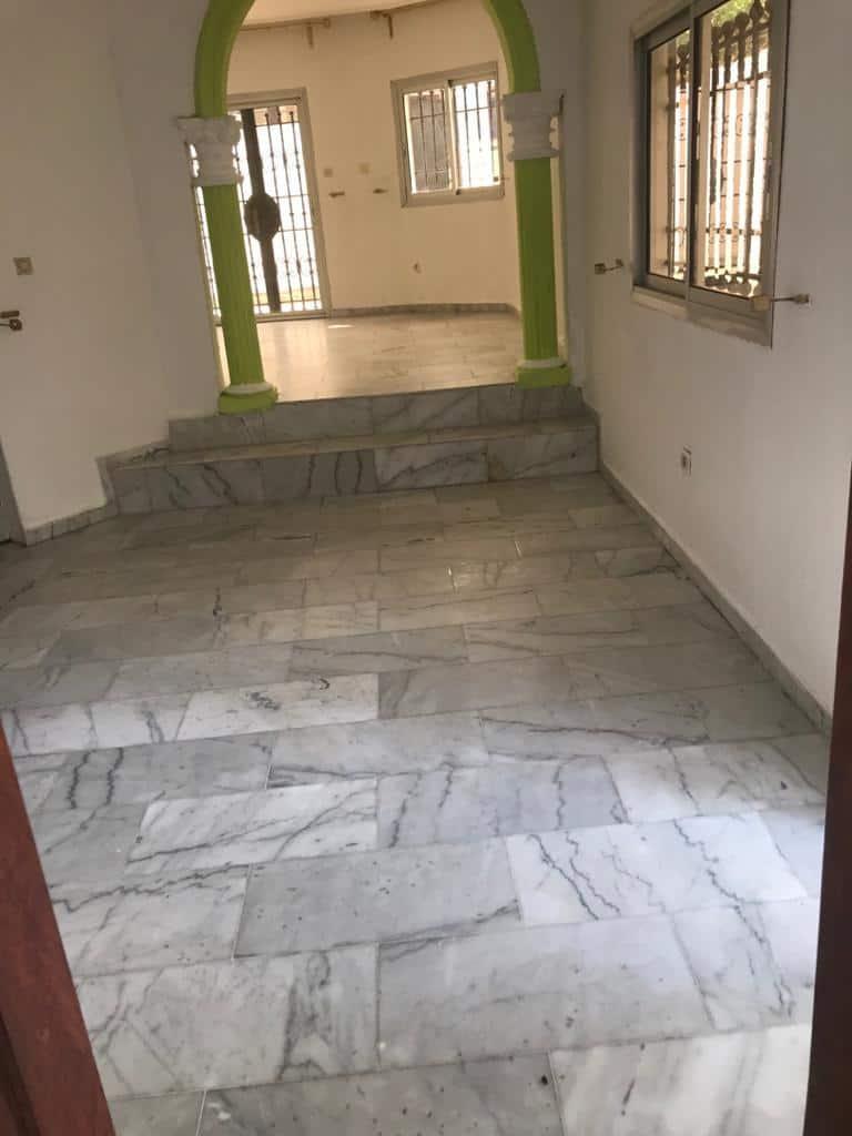 House (Villa) to rent - Douala, Yassa, Cité Chirac - 2 living room(s), 5 bedroom(s), 4 bathroom(s) - 800 000 FCFA / month