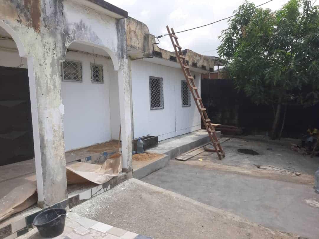 House (Villa) to rent - Douala, Kotto, Ver bloc L - 1 living room(s), 4 bedroom(s), 3 bathroom(s) - 240 000 FCFA / month