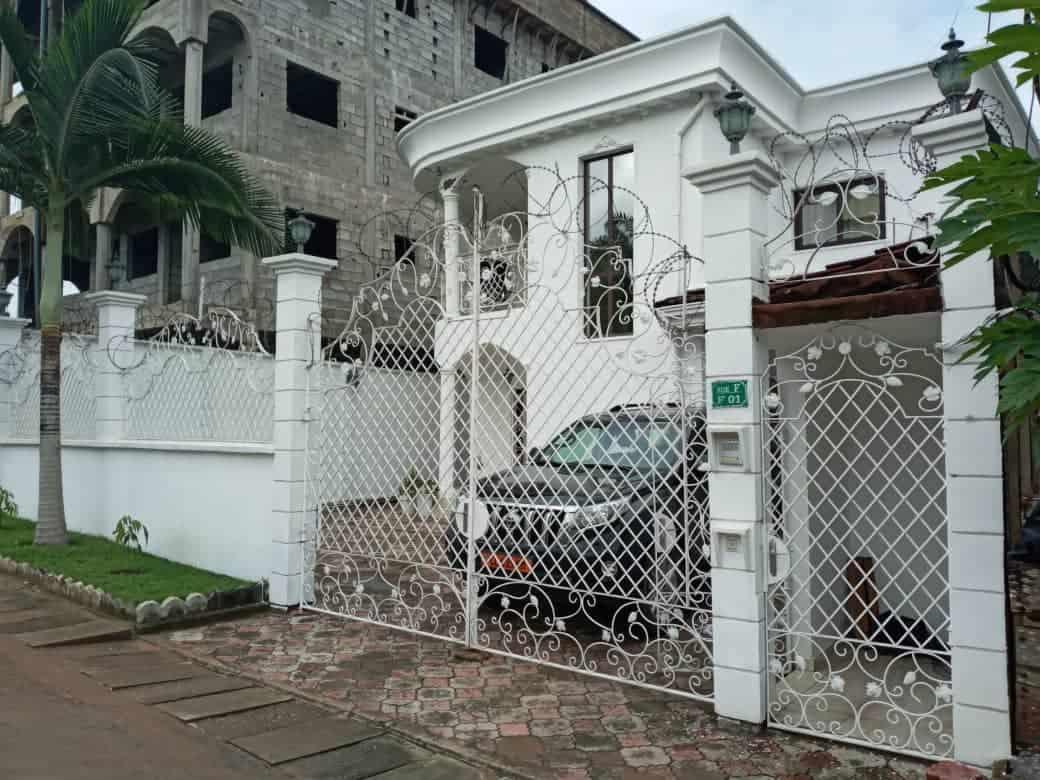 House (Duplex) for sale - Douala, Yassa, Entrée maéture - 2 living room(s), 4 bedroom(s), 4 bathroom(s) - 150 000 000 FCFA / month