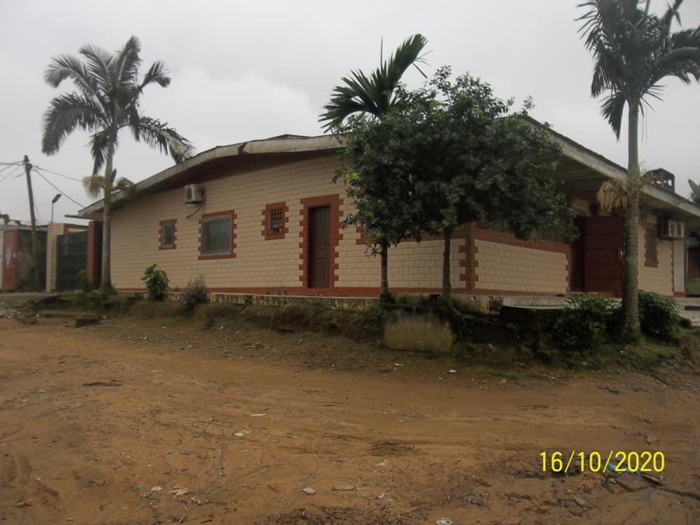 House (Villa) for sale - Douala, Yassa, Mbanga Bakoko - 1 living room(s), 4 bedroom(s), 3 bathroom(s) - 45 000 000 FCFA / month