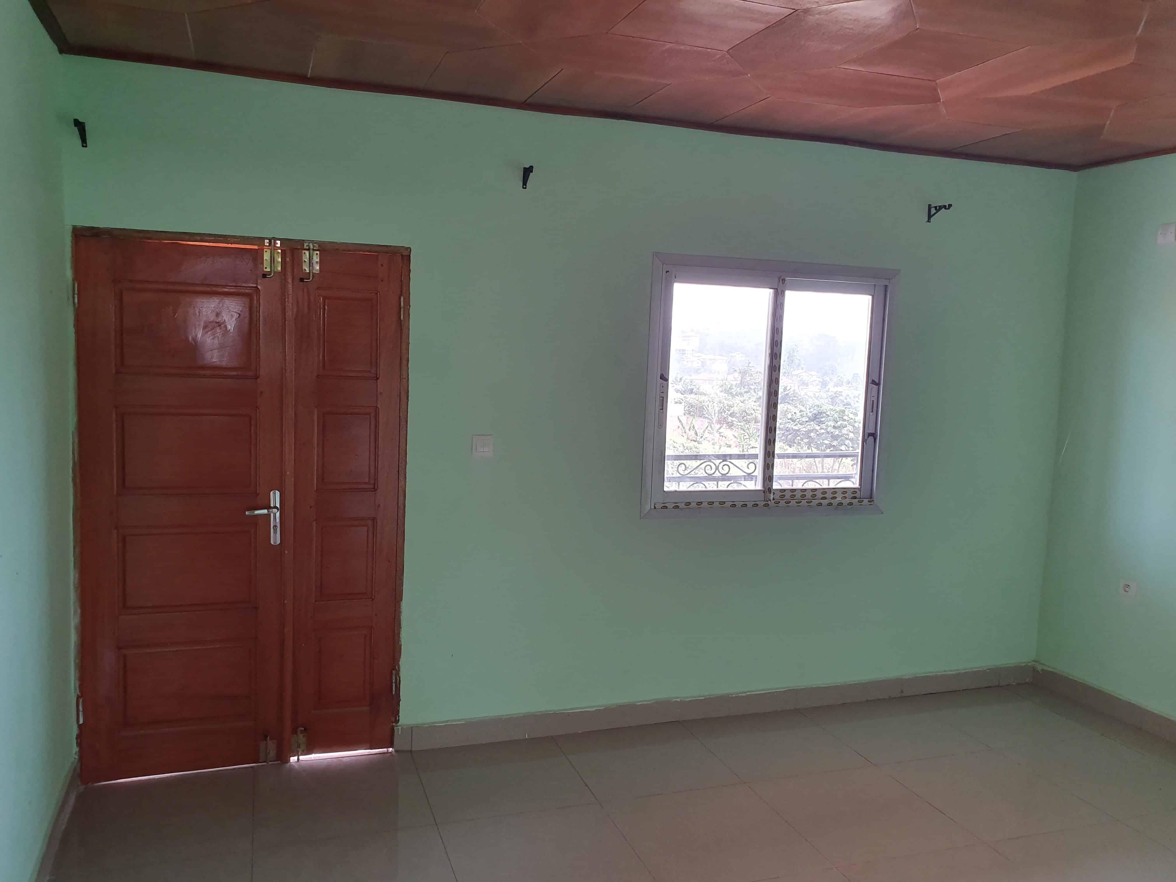 Apartment to rent - Yaoundé, Simbock, Val clair monté mechecam - 1 living room(s), 2 bedroom(s), 1 bathroom(s) - 80 000 FCFA / month