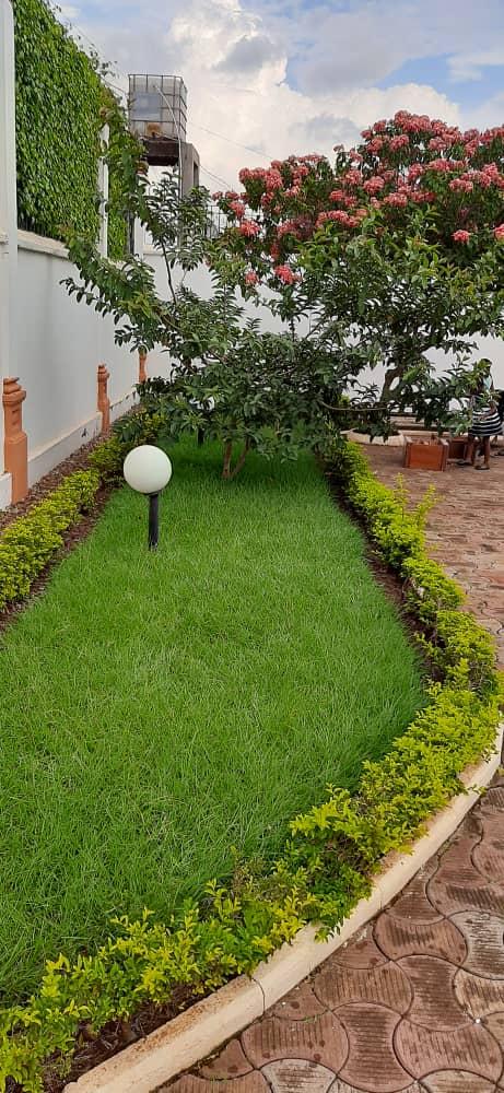 House (Duplex) for sale - Douala, Malangue, Vers hôpital général - 4 living room(s), 8 bedroom(s), 6 bathroom(s) - 250 000 000 FCFA / month