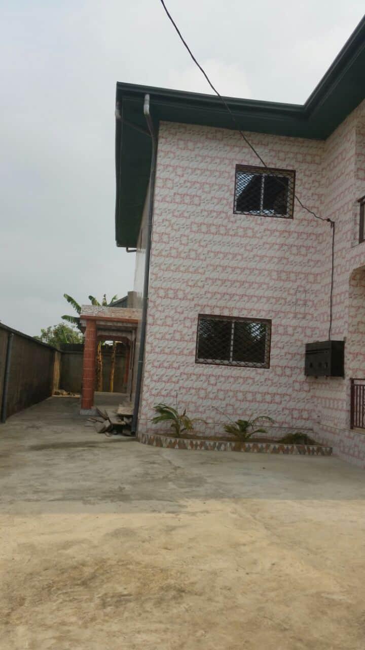 House (Duplex) for sale - Douala, Yassa, Face nouveau stade  de japoma - 2 living room(s), 3 bedroom(s), 3 bathroom(s) - 90 000 000 FCFA / month