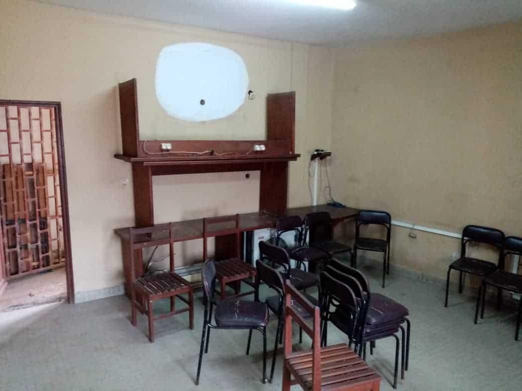 Shop to rent at Douala, Bonamoussadi, Ver Yoro joss - 100 m2 - 250 000 FCFA
