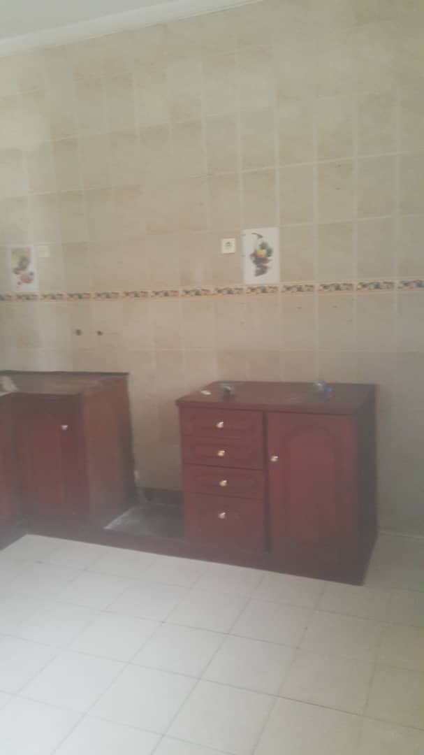 House (Duplex) to rent - Douala, Kotto, Ver pilote - 2 living room(s), 9 bedroom(s), 8 bathroom(s) - 700 000 FCFA / month