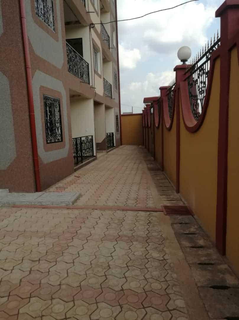 Apartment to rent - Yaoundé, Etoudi, Entrée MAC - 1 living room(s), 2 bedroom(s), 2 bathroom(s) - 160 000 FCFA / month