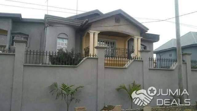 House (Duplex) for sale - Douala, Bonaberi, Ver ancien route - 2 living room(s), 4 bedroom(s), 4 bathroom(s) - 140 000 000 FCFA / month