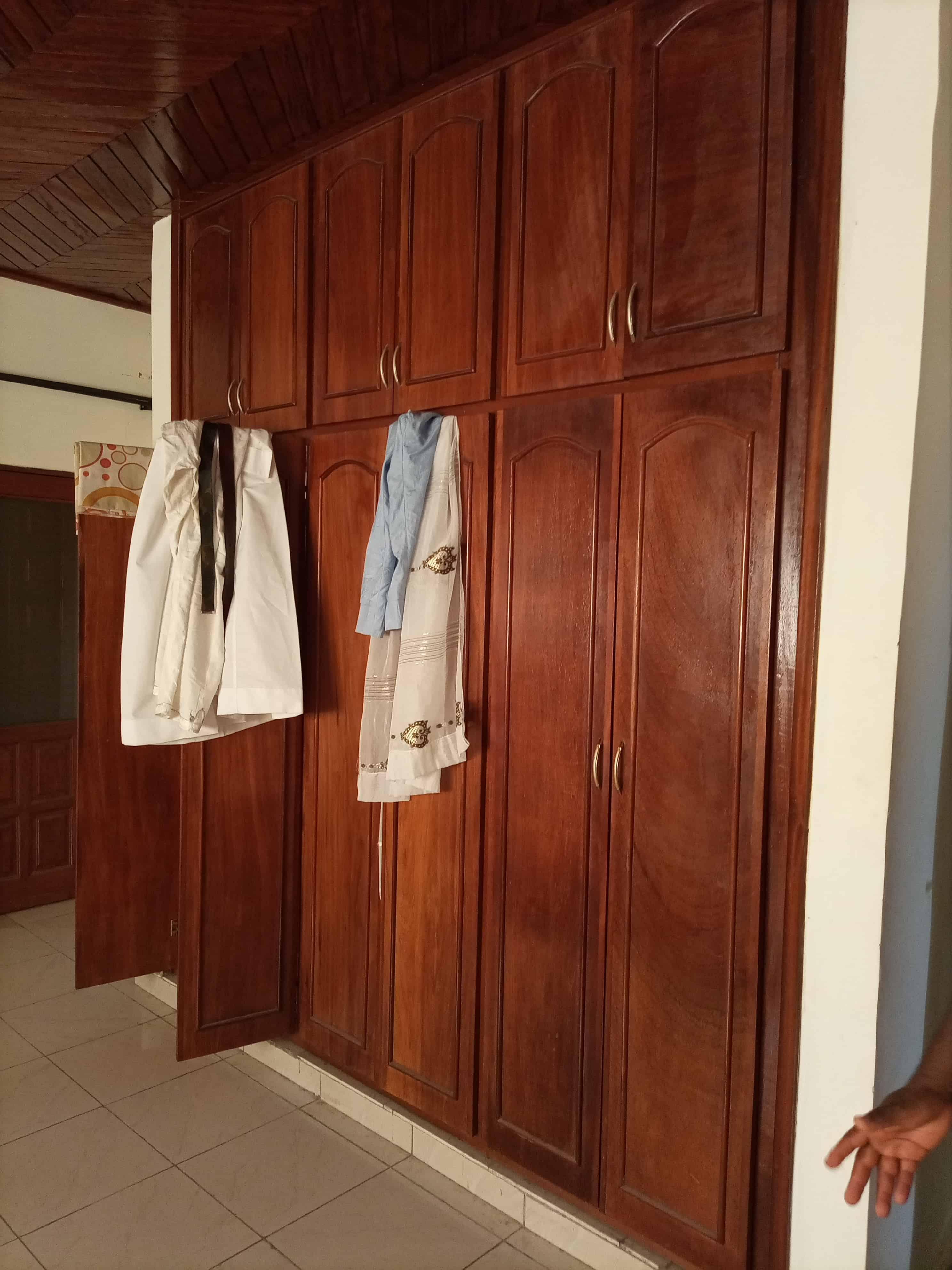 House (Duplex) to rent - Douala, Logpom, Ver hôpital des  sœur - 3 living room(s), 5 bedroom(s), 6 bathroom(s) - 500 000 FCFA / month
