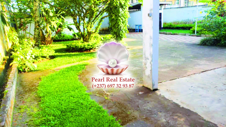 House (Duplex) to rent - Yaoundé, Bastos, Bastos - 2 living room(s), 3 bedroom(s), 3 bathroom(s) - 2 000 000 FCFA / month