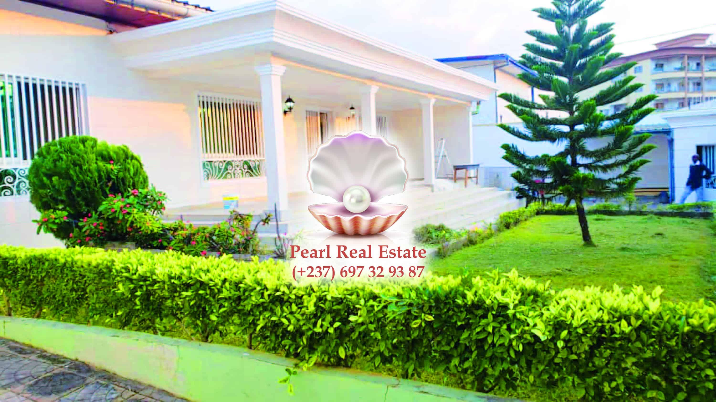 House (Villa) to rent - Yaoundé, Bastos, Bastos - 1 living room(s), 4 bedroom(s), 4 bathroom(s) - 1 800 000 FCFA / month