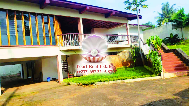 House (Villa) to rent - Yaoundé, Bastos, Bastos - 1 living room(s), 4 bedroom(s), 4 bathroom(s) - 2 000 000 FCFA / month