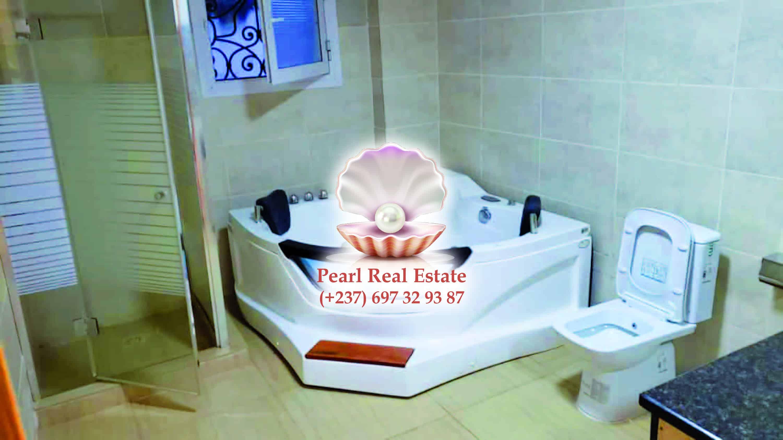 Apartment to rent - Yaoundé, Bastos, Bastos - 1 living room(s), 3 bedroom(s), 3 bathroom(s) - 1 500 000 FCFA / month