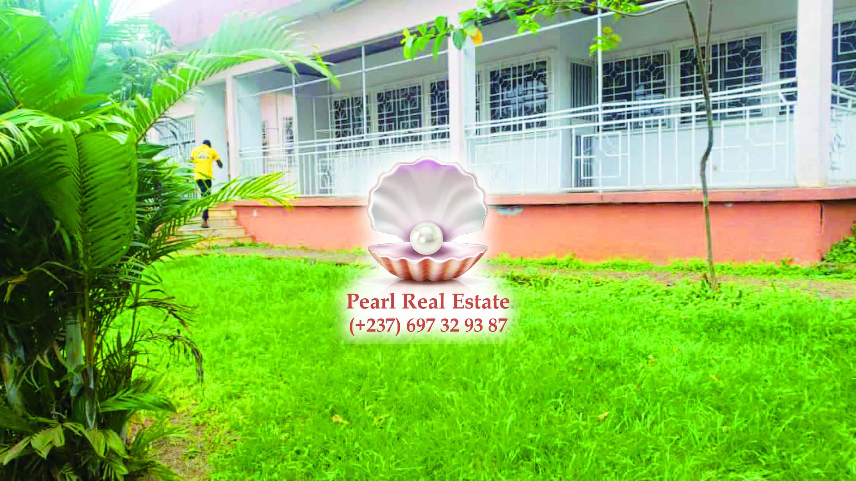 House (Villa) to rent - Yaoundé, Bastos, Bastos - 1 living room(s), 4 bedroom(s), 3 bathroom(s) - 1 000 000 FCFA / month